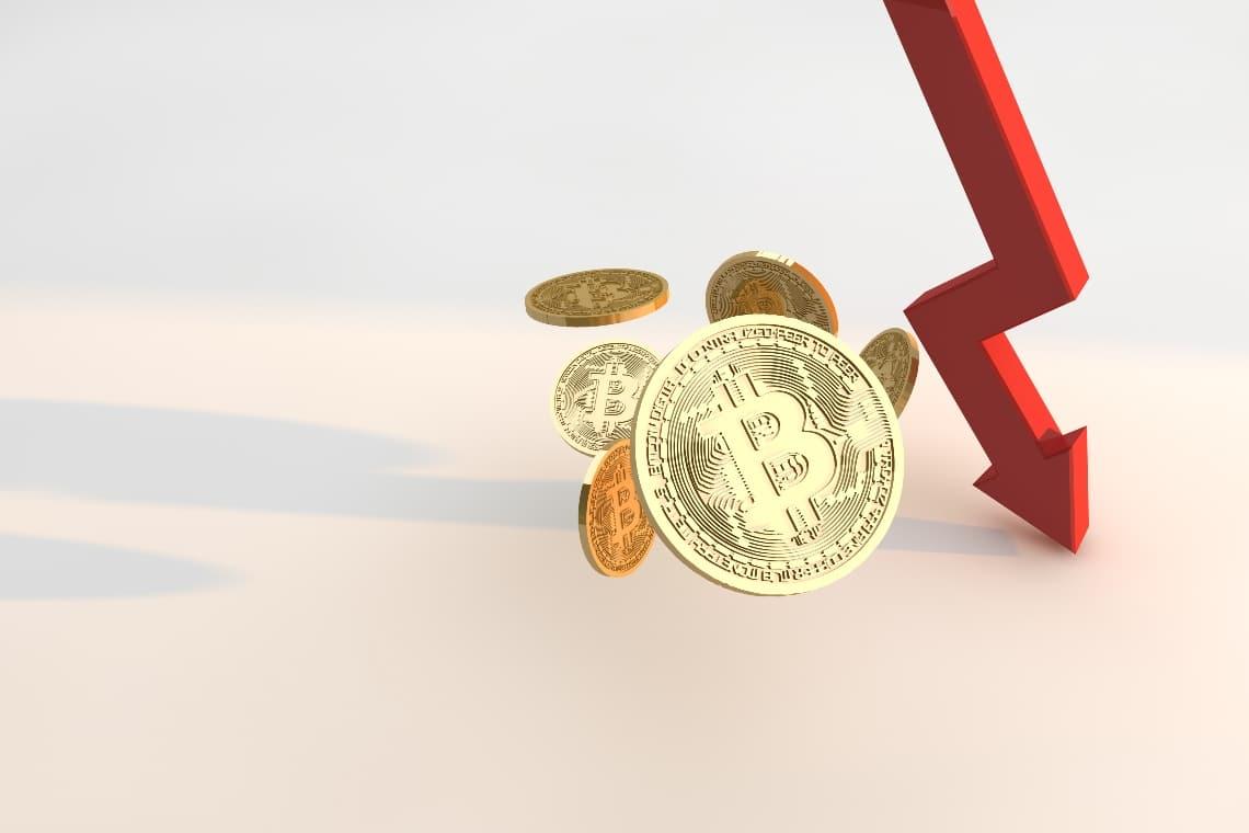 Bitcoin: i prezzi scendono sotto i 55.000 dollari