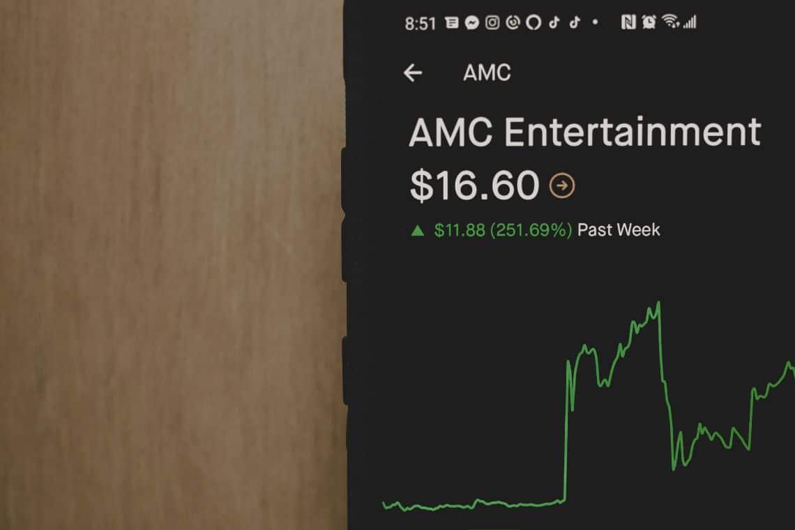 AMC, il prezzo torna a salire insieme a Gamestop