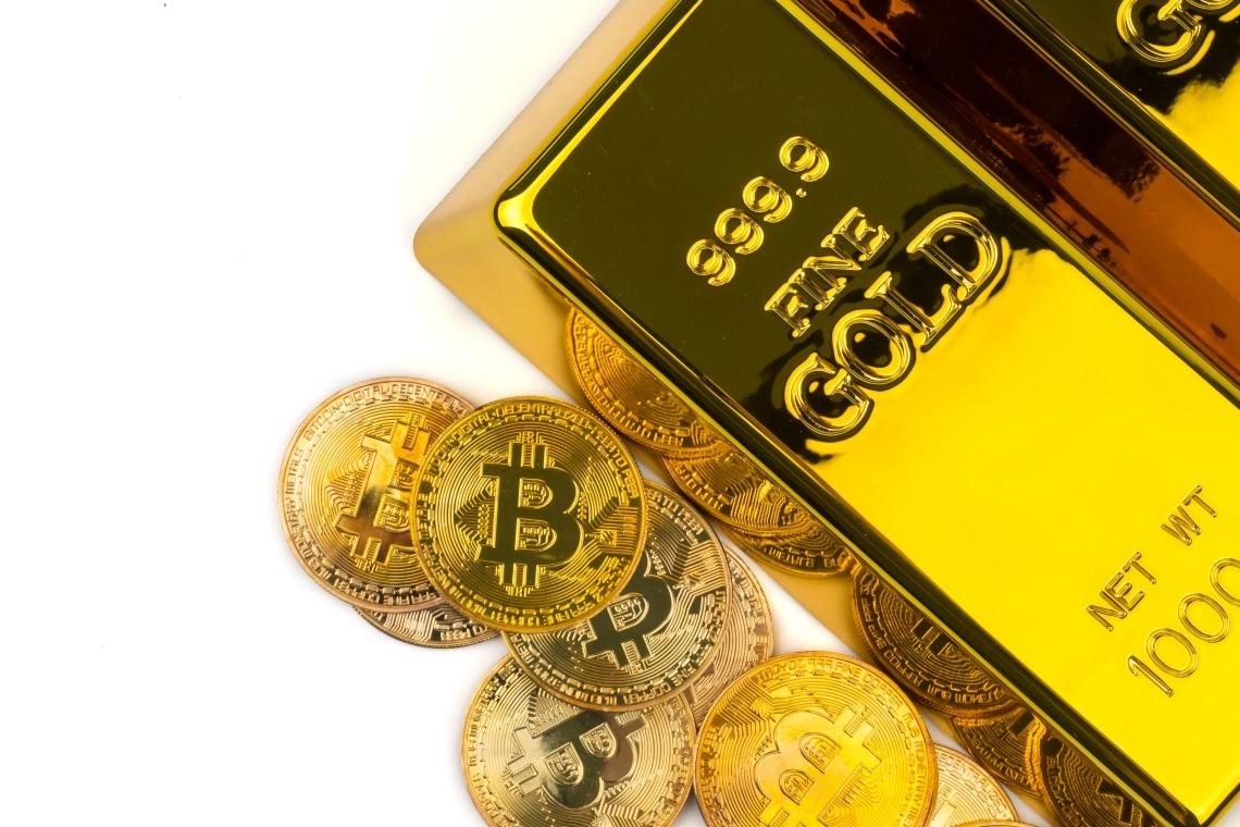 Bitcoin su e oro giù nel 2021