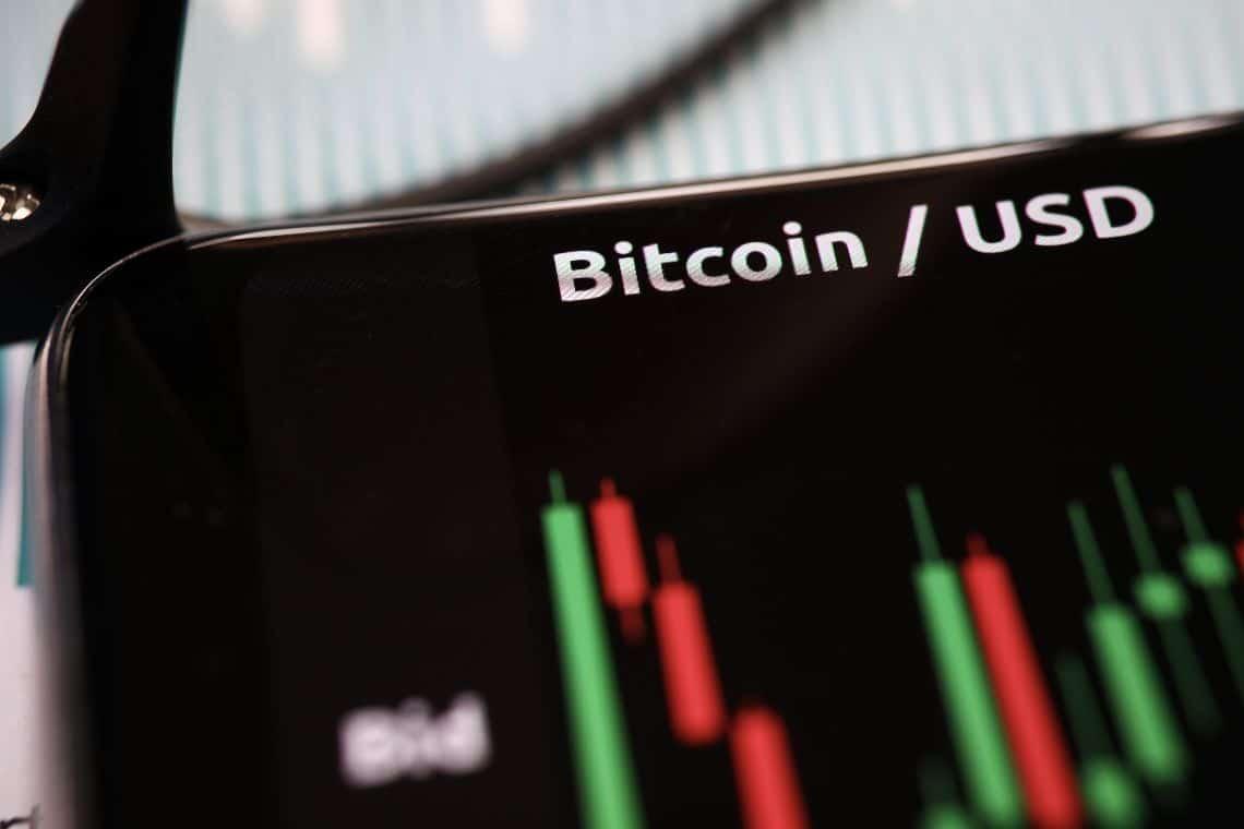 Prezzi di Bitcoin ed Ethereum verdi, ChainLink segna il passo