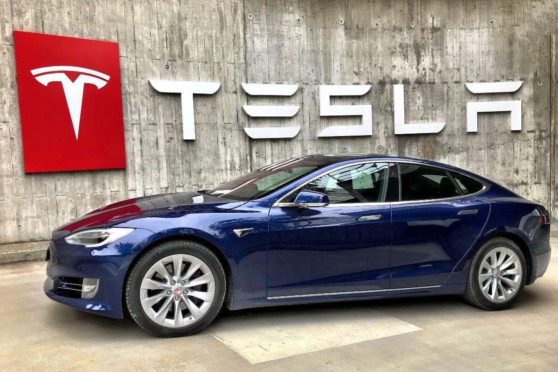 Tesla sospende i pagamenti in bitcoin