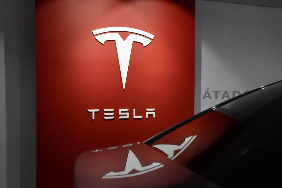 Elon Musk propone di accettare Dogecoin in Tesla