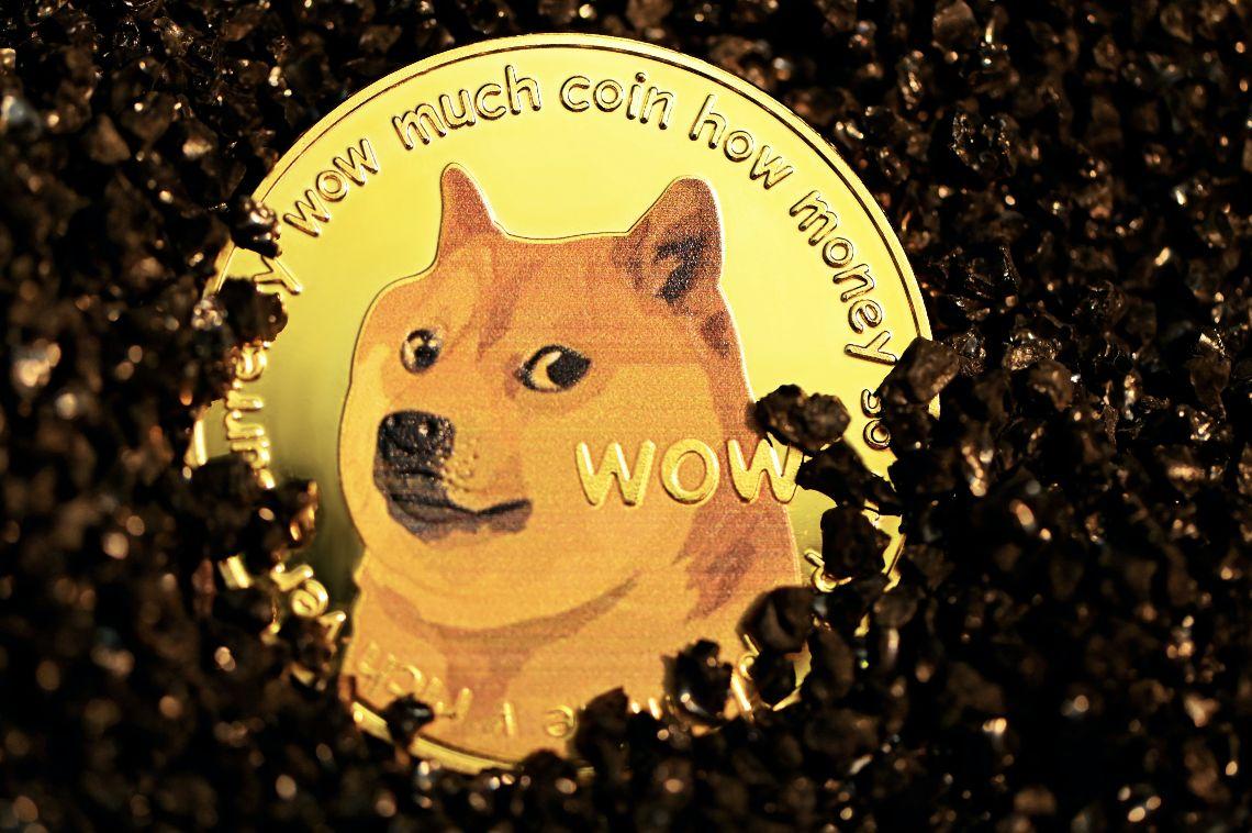 Il sentiment per Dogecoin scende del 23% nonostante il listing su Coinbase Pro