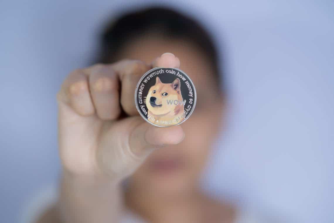 Un utente denuncia Coinbase per la pubblicità fuorviante su Dogecoin