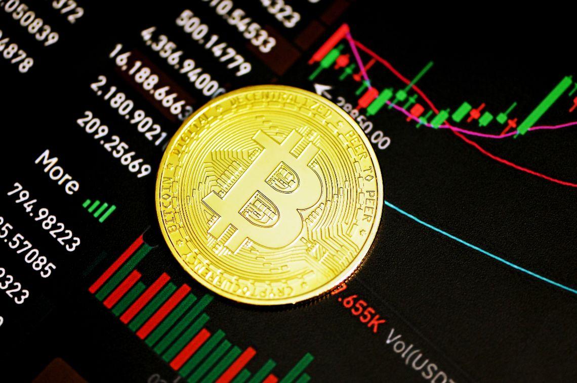 Analisi e trend dei prezzi di Bitcoin ($39k) ed Ethereum ($2.7k)