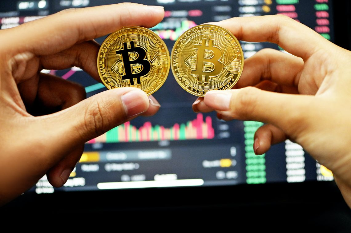 Prezzo Bitcoin in rimbalzo, Ethereum sogna il flippening