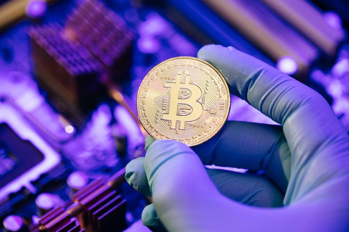 L'azienda di pulizie che mina Bitcoin e ricicla denaro