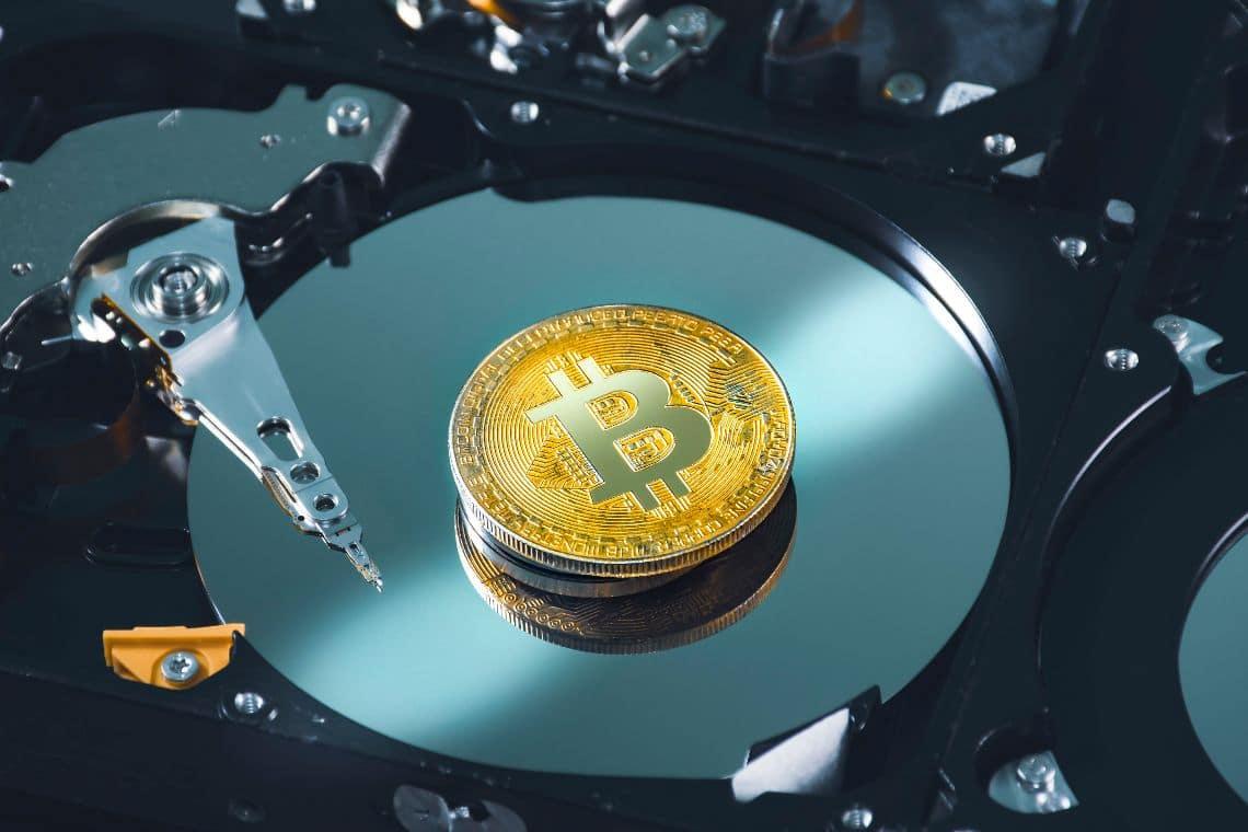 Bitcoin mining: hashrate triplicato in due mesi