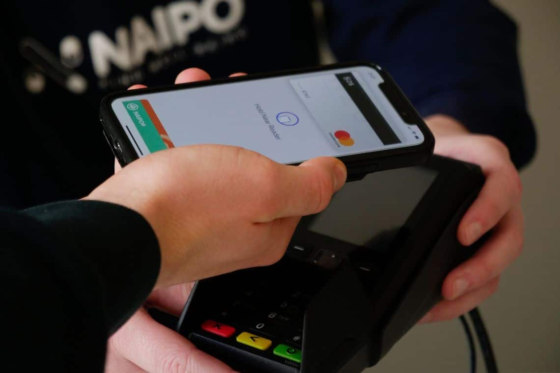 Coinbase aggiunge Apple Pay per l'acquisto di crypto