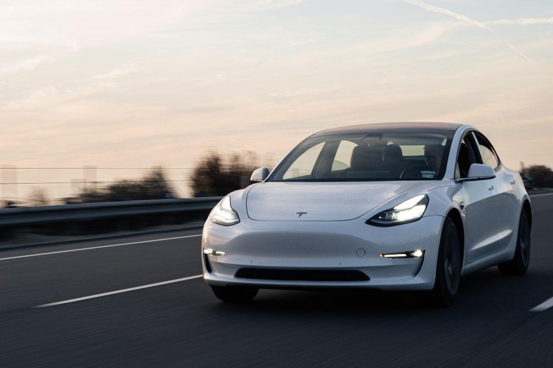 La raccolta fondi in Monero (XMR) per acquistare auto Tesla