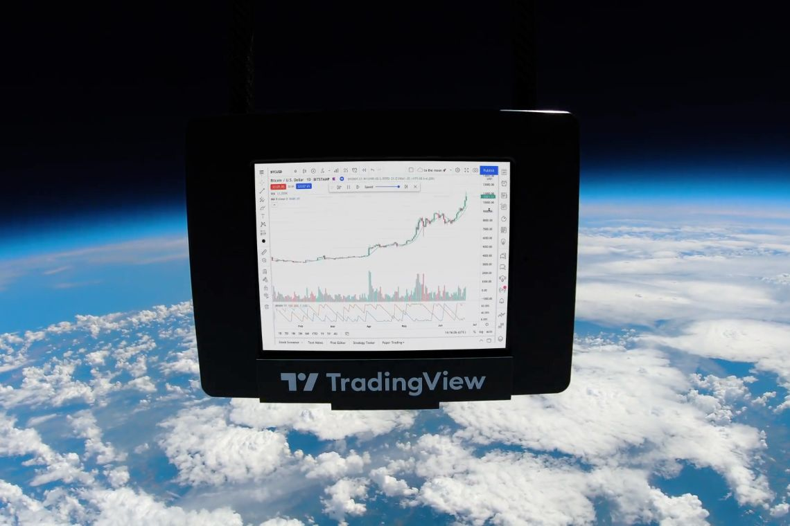 Tradingview manda Bitcoin nello spazio e crea il suo primo NFT