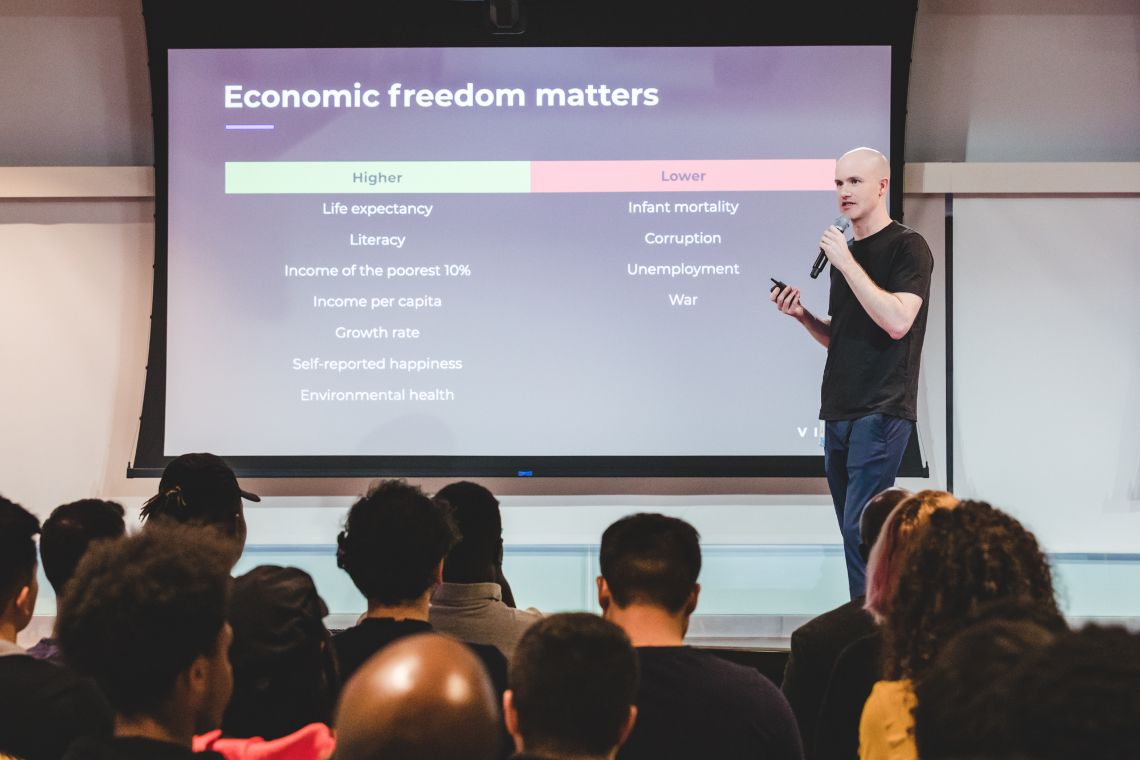 Brian Armstrong: le stablecoin ancorate alle fiat non sono stabili