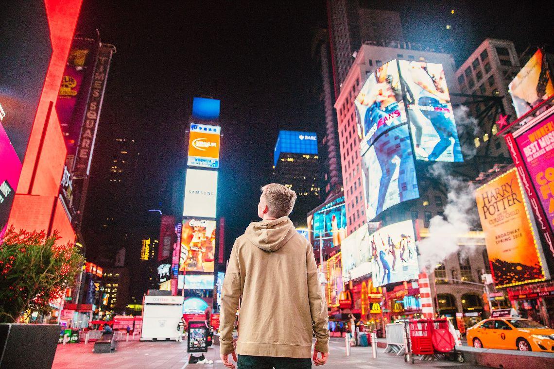 Lucky Maneki: gli NFT appaiono a Times Square