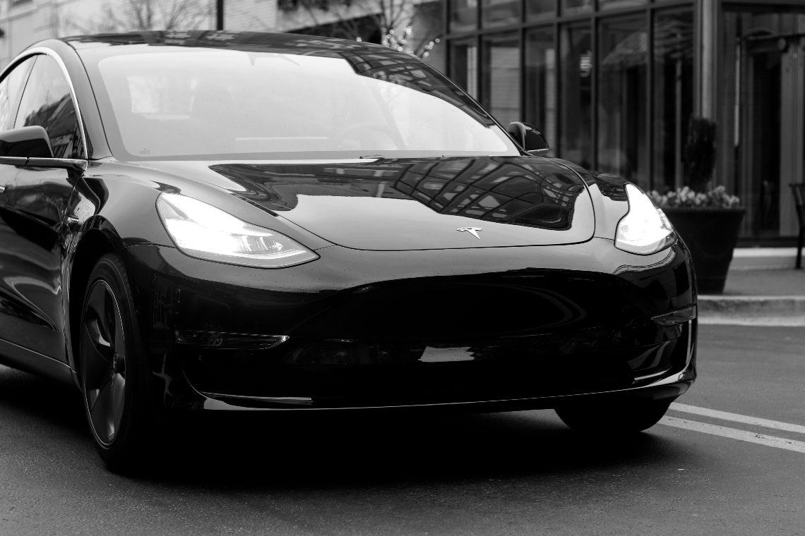 Ora le Tesla si vendono in cambio di NFT