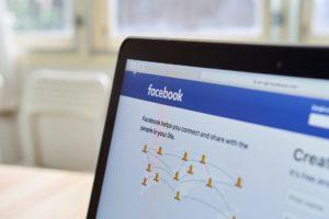 Facebook, i giornali e la guerra della pubblicità